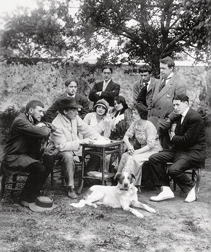 C.Dullin, J. Copeau, A. Tollier, B. Albane, G. Roche, J. Lory, S. Bing, L. Jouvet, R. Carl, A. Karifa et Filou le chien.