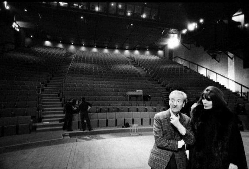 Jean Mercure et Juliette Gréco sur la scène du Théâtre de la Ville