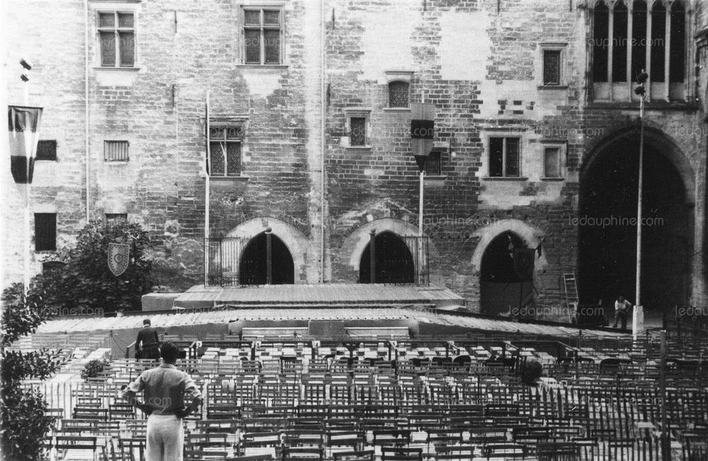La cour d'honneur du Palais des Papes (1949)