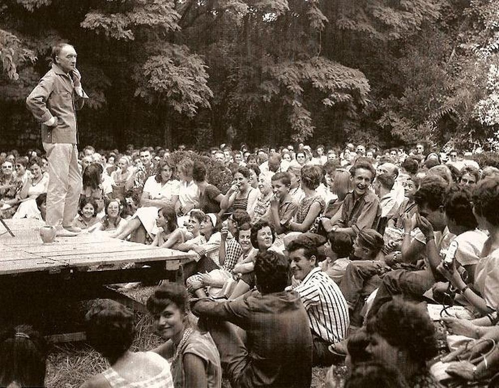 Vilar devant les jeunes au Verger Urbain V (1964)
