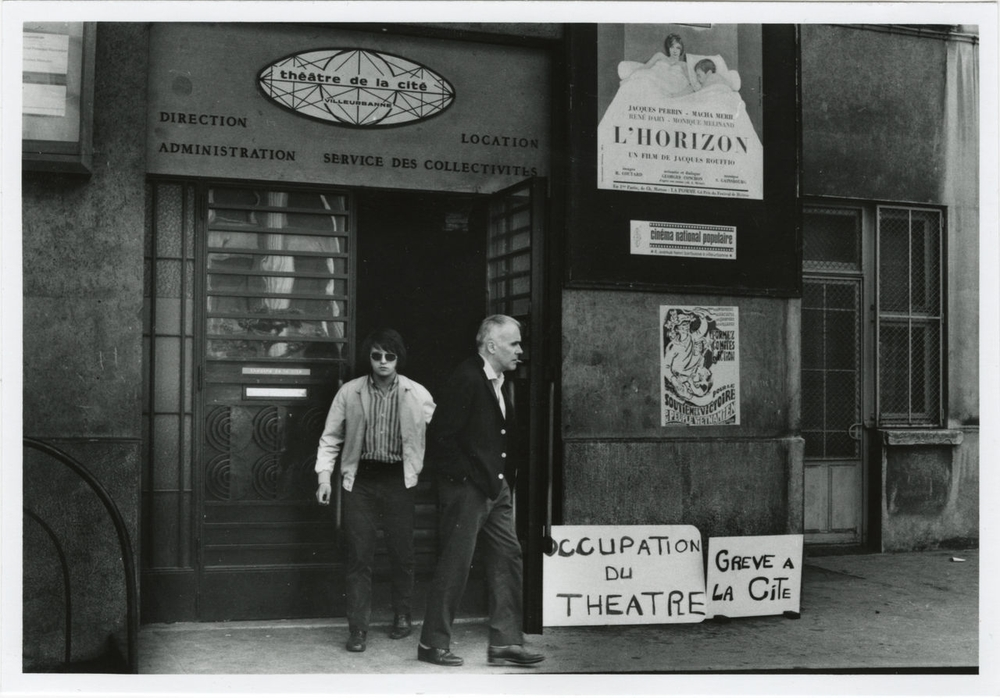Patrice Chéreau, Hubert Gignoux devant le Théâtre de la Cité de Villeurbanne