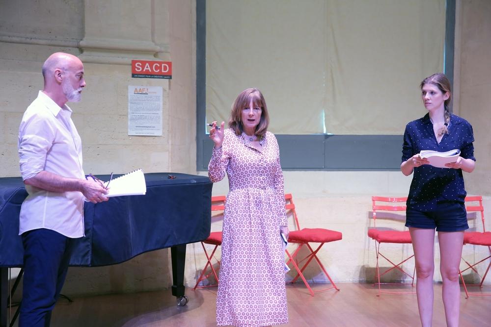 Tatiana Vialle donne les premières indications à Pascal Parsat et Dominique Charpiat