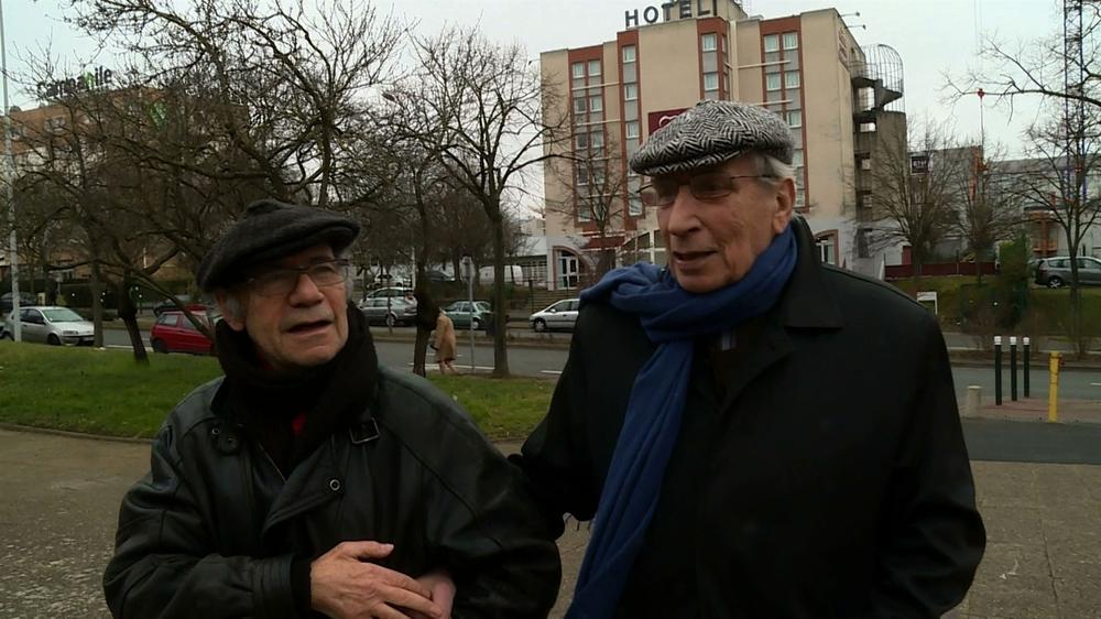 """Gabriel Garran et Pierre Debauche dans """"Une aventure théâtrale, 30 ans de décentralisation"""", de Daniel Cling"""
